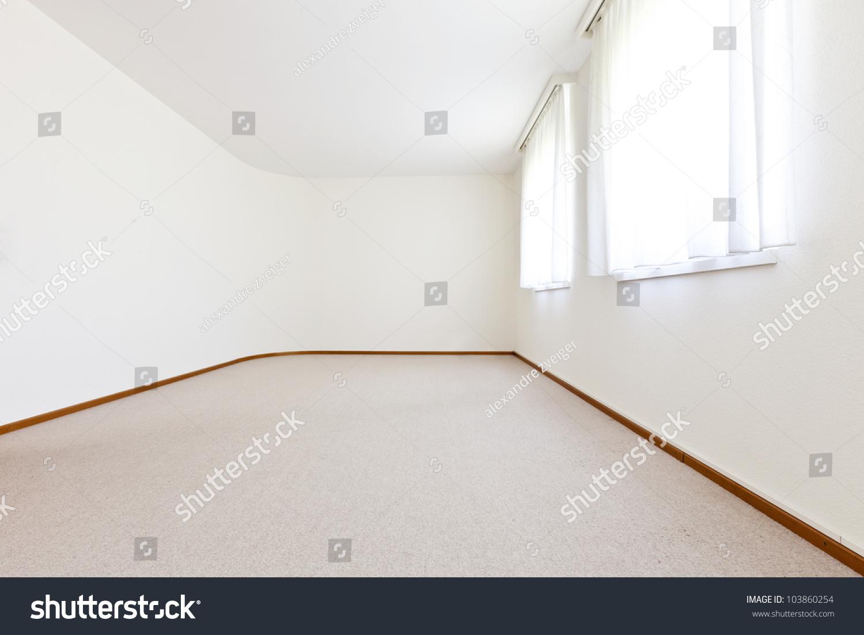 内部的房子,空房间,窗口有白色的窗帘