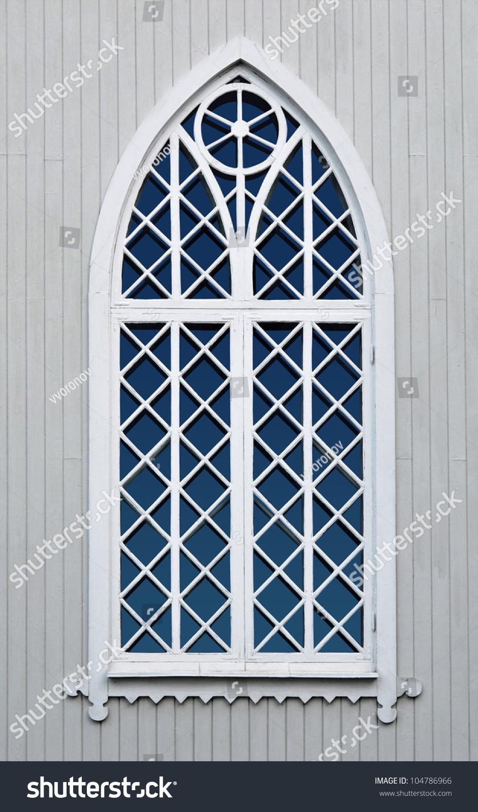 古老的木制教堂窗户