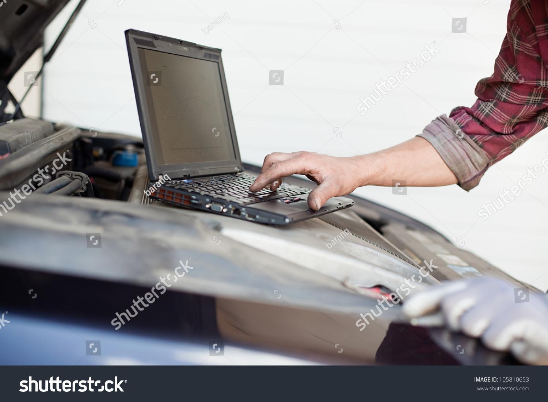 与笔记本电脑检查enine汽车修理工-交通运输,工业-()