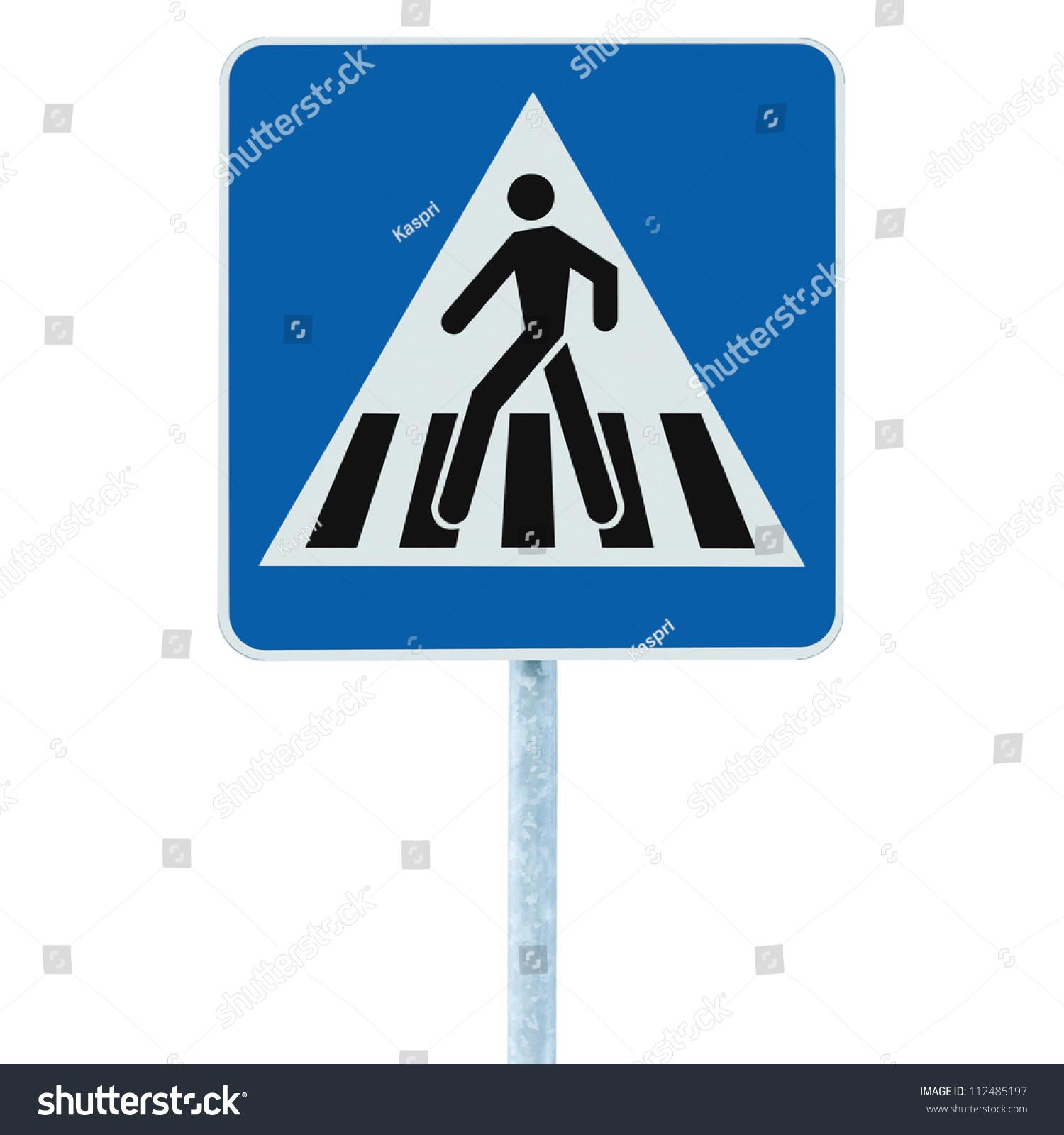 斑马线,行人交叉警告交通标志在蓝色和杆柱,孤立的招牌