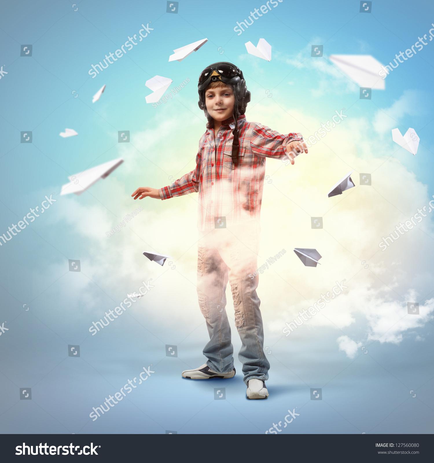 飞行员头盔中的小男孩形象背景-人物