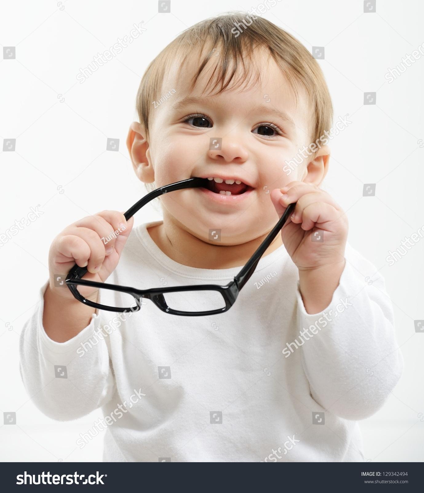 可爱有趣的孩子戴眼镜-人物-海洛创意(hellorf)-中国