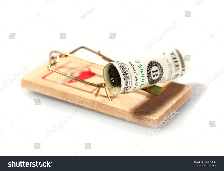 钱在捕鼠器孤立在白色的