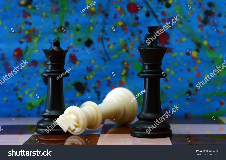 反对彩色背景的国际象棋-物体-海洛创意(hellorf)--.图片