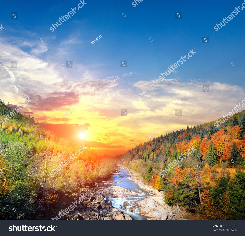 秋天的风景与旁边的河-背景/素材,自然-海洛创意()-合