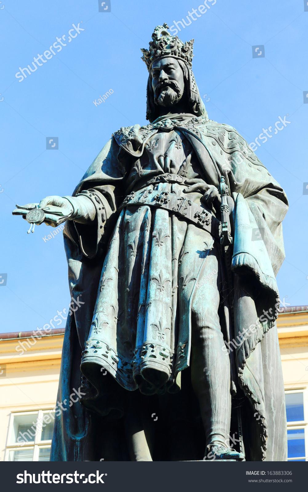 雕像的捷克国王查尔斯承运在布拉格
