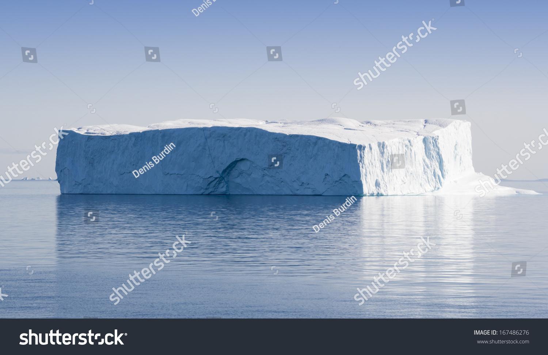 极地的冰山格陵兰岛的明亮的阳光下.纯的西北海域海洋