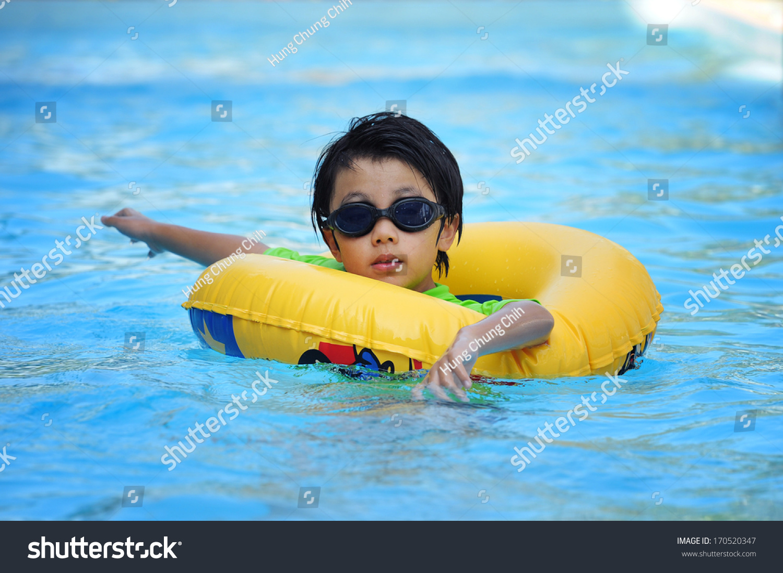 免费游泳ppt素材网
