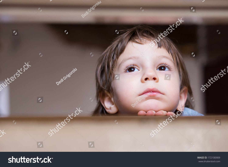 伤心的小男孩想查找-人物,抽象-海洛创意(hellorf)--.
