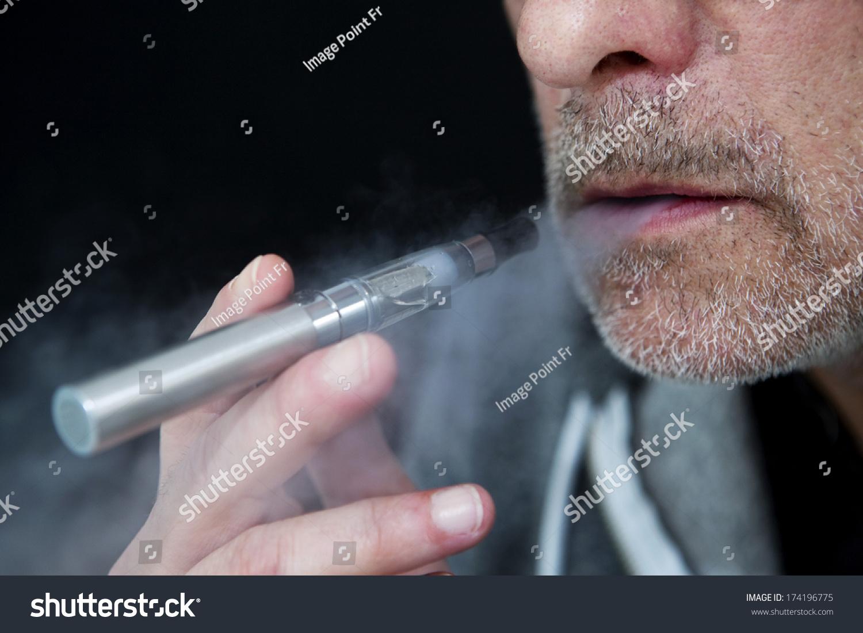 电子香烟-医疗保健,人物-海洛创意(hellorf)-中国图片