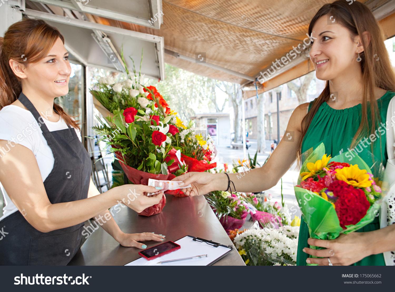 美女客户端玩一家一小束向日葵在花店现金,企被打美女_虐_轮图片