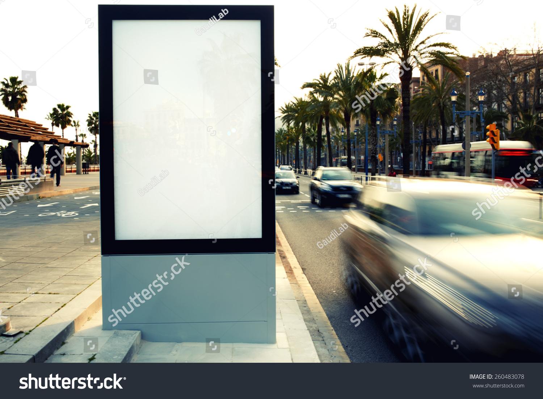空白的户外广告牌,户外广告,公共信息板在城市道路上