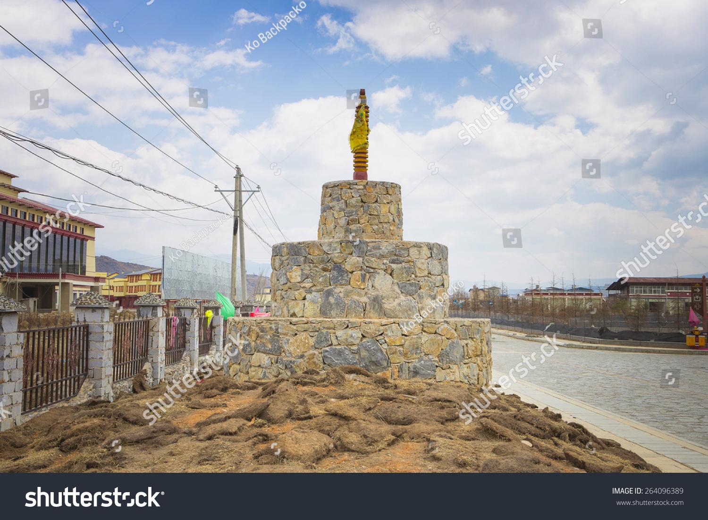 佛塔或宝塔西藏在中国香格里拉云南北部