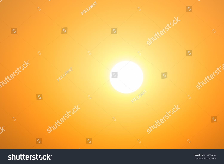 明亮的大太阳在天空黄橙色的渐变颜色-背景/素材,自然