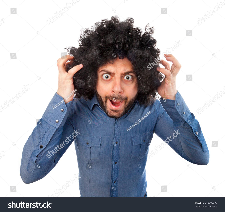 男人用疯狂的表达和蓬松的头发白色背景.图片