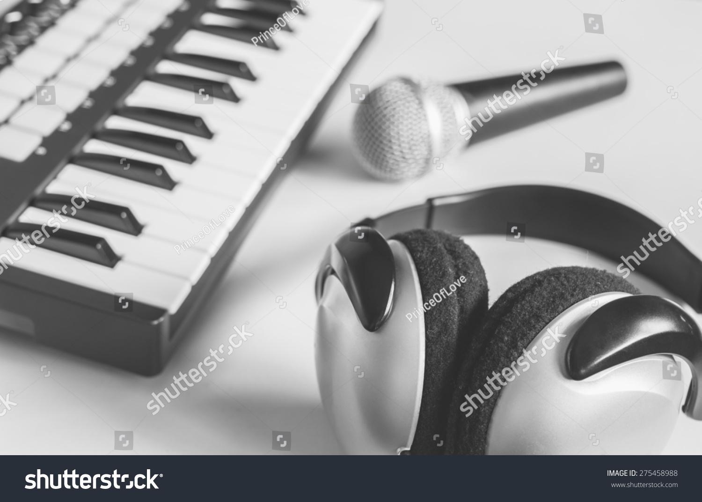 耳机,动态麦克风&工作室midi音乐键盘合成器/旧的黑白