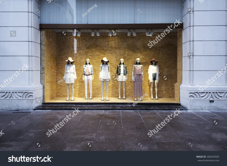 在橱窗模特-商业/金融图片