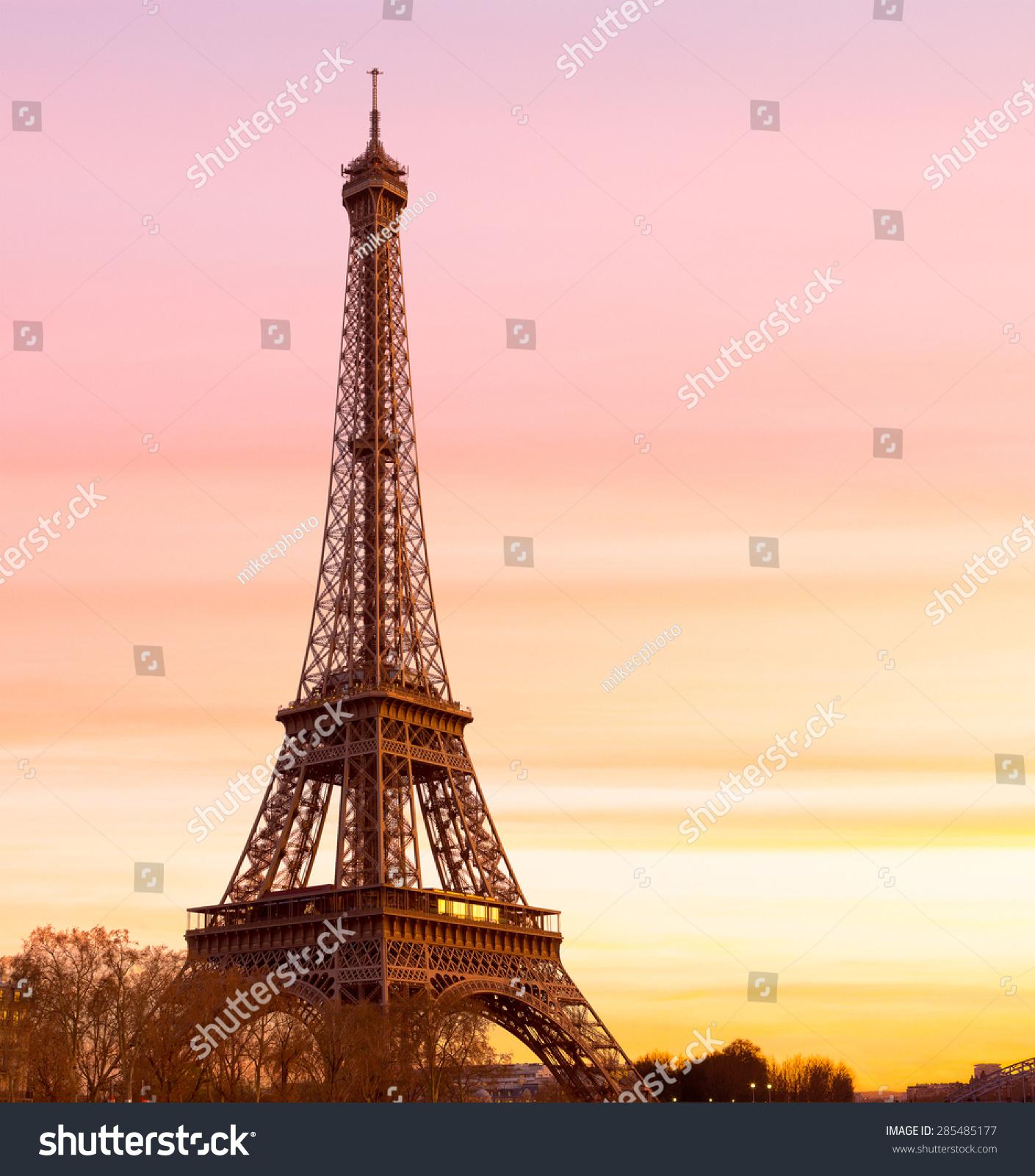 埃菲尔铁塔在日落时分的空间适合副本空间-建筑物