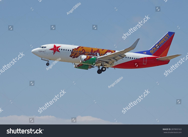 洛杉矶CA /美国- 2015年6月6日:西南航空波音737(reg N609SW)前不久在飞行降落在洛杉矶国际机场(松散)。加利福尼亚的一个特殊制服的飞机。 - 交通运输,科技 - 站酷海洛创意正版图片,视频,音乐素材交易平台 - Shutterstock中国独家合作伙伴 - 站酷旗下品牌