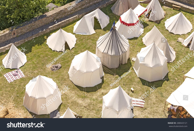 中世纪的帐篷解决重建,在波兰bolkow城堡.图片