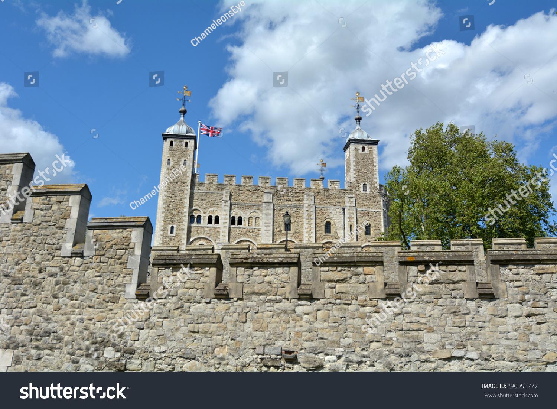 外幕墙的白塔伦敦塔在伦敦