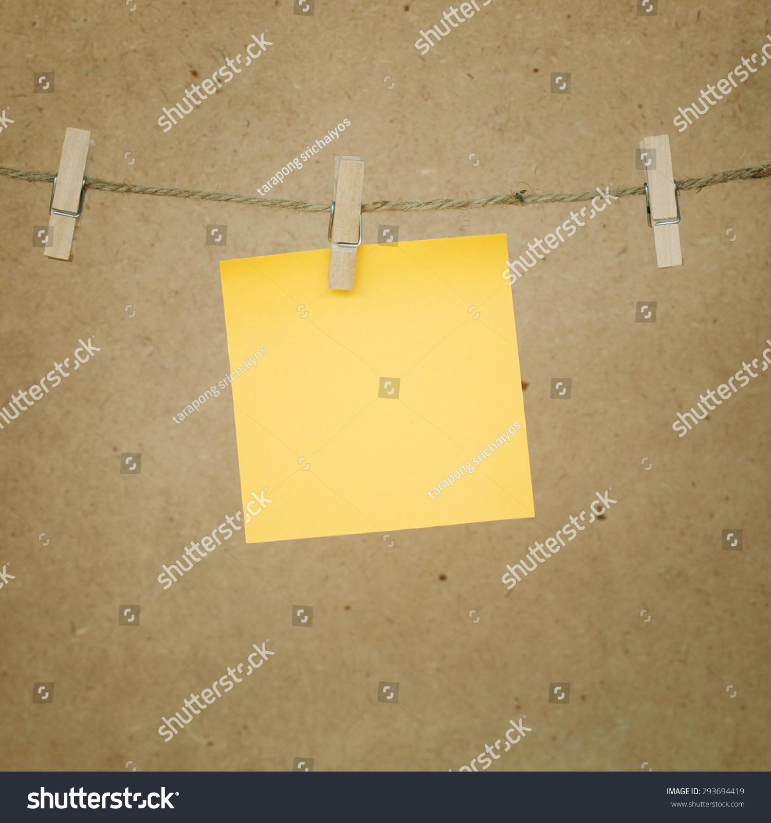 便利贴木纸夹在绳子.-背景/素材,物体-海洛创意()-合.