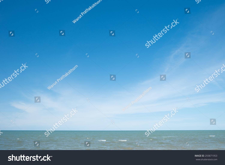 热带海洋波浪,地平线和蓝色的天空图片