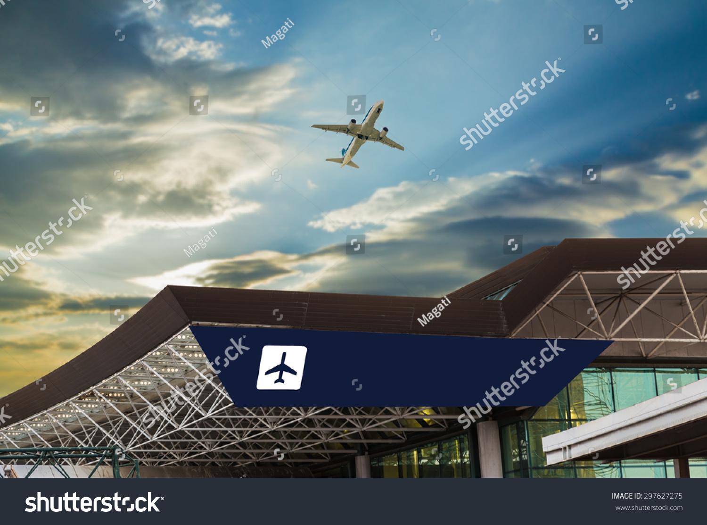 日落与机场飞机起飞