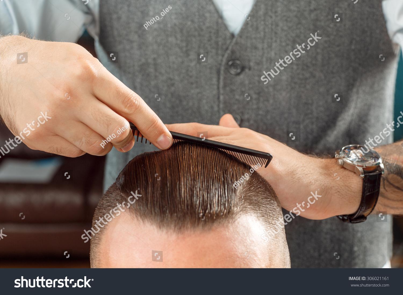 发型设计由专业的理发师