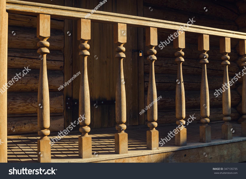 木制栏杆上的房子外-物体-海洛创意(hellorf)-中国
